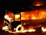 Очевидцы показали видео с загоревшимся пассажирским автобусом в Уфе