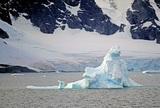 В Антарктиде ледники начали таять в три раза быстрее