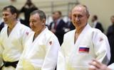 Песков рассказал о полученной Путиным во время тренировки травме