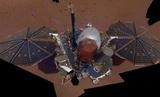 Зонд InSight передал на Землю свое первое селфи
