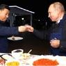 Путин и Си Цзиньпин попробовали блины с икрой и водкой во Владивостоке