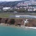 Пассажирский Boeing сел на берег моря в Турции