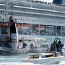 Столкновение в Венеции круизного лайнера и туристического катера попало на видео