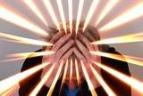 Боль может передаваться от одного человека другому, выяснили психологи