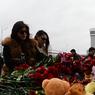 На место казанской трагедии прибыли родственники погибших