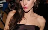 Папарацци засняли, как анорексичная Анджелина Джоли уплетает фастфуд на улице