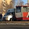 Трамвай протаранил вылетевший на пути грузовик в Челябинске