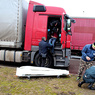 Застрявший в Литве дальнобойщик из Пскова покончил с собой