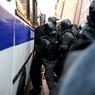 Стражи порядка задержали подравшихся с полицейскими около Кремля в центре Москвы