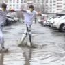 Все в белом танце: блогеры показали казанские лужи весьма экстравагантным способом