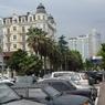 В Сочи рядом с многоэтажным домом сошел оползень