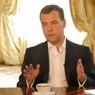 Медведев предложил бороться с ожирением чиновничьего аппарата