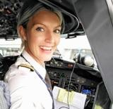 Очаровательная белокурая женщина-пилот стала звездой Сети (ФОТО)