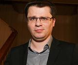 Гарик Харламов распугал возле роддома всех папарацци