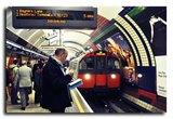 Обнародовано видео, на котором пассажир сталкивает под поезд экс-главу Евротоннеля