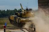 На бойком перекрестке Костромы танк врезался в легковушку