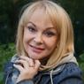 Дочь Ирины Цывиной разрыдалась на прощании с матерью, с которой ее разлучил отец