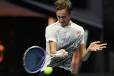 Теннисиста Медведева освистала публика, а он поблагодарил ее за помощь в победе