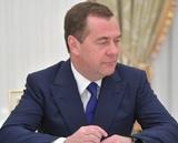 Медведев предложил единороссам отдать зарплату за месяц на борьбу с пандемией
