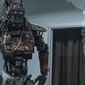 Электрособака на двух ногах и четырех лапах: робот держит удар (ВИДЕО)