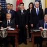 Китай и США подписали первый пакет документов по торговой сделке