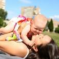 В пособии на детей мамам России стали отказывать... из-за самого пособия