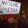 Тысячи жителей Варшавы поддержали оппозицию, обвиненную в попытке госпереворота