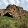 Неандертальцы использовали цветы при захоронении своих умерших