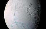 Зонд приблизился на минимальное расстояние к Сатурну и прислал уникальные снимки