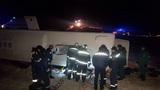 Под Стамбулом из-за мощного столкновения с прицепом завилился на бок пассажирский автобус
