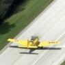 В США самолет протаранил грузовик