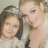 Настя Волочкова отправила дочь в школу в гламурном стиле (ФОТО)