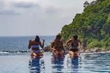 Не только отдохнуть, но и полечиться: названы самые популярные курорты России