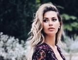 """""""Платье маловато"""": Боню высмеяли в Сети  за странное дефиле перед посетителями кафе"""