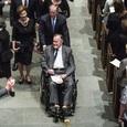 Буш-старший попал в больницу после похорон жены