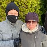 Дмитрий Хрусталев проиллюстрировал свежий пост в соцсетях симпатичным фото в обнимку с мамой