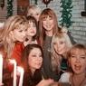 """""""Слив"""" из новогоднего эфира: Валерия, Пугачева и Орбакайте как фарфоровые куклы"""