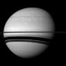 Кровавая радуга осветила одну из Лун Сатурна (ФОТО)