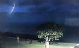 Австралийская полиция опубликовала видео странного объекта, бороздящего небо