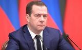 """Медведев назвал санкции """"инструментом конкурентной борьбы"""""""