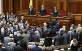 На фоне протестов депутаты Рады начали процедуру по отмене своей неприкосновенности