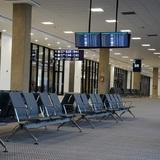 Бросивший детей в аэропорту мужчина пришёл с повинной