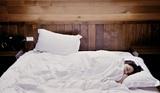 Эксперты назвали самую вредную позу для сна