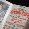 Экс-сотрудников ФСБ пожурили за кражу Библии XV века