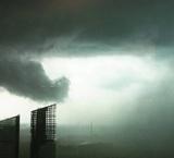 Москвичи делятся фотографиями сильнейшей грозы в сети