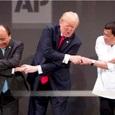 Трамп снова посмешил соцсети своим рукопожатием