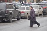 Пьяные дамочки образовали пробку, бросаясь под колеса автомобилей