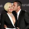 Леди Гага обручилась с Тейлором Кинни