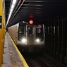 В столичном метро достали из-под поезда живую женщину