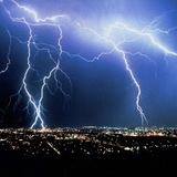 Ураган разворотил Тюмень, очевидцы делятся фото и видео бедствия